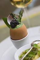 """Europe/France/Aquitaine/40/Landes/Eugénie-les-Bains: L'oeuf de la mariée au Caviar d'Aquitaine """"Grand Cru de l'Impératrice"""" recette  de Michel Guérard  restaurant :Les Prés d'Eugénie"""