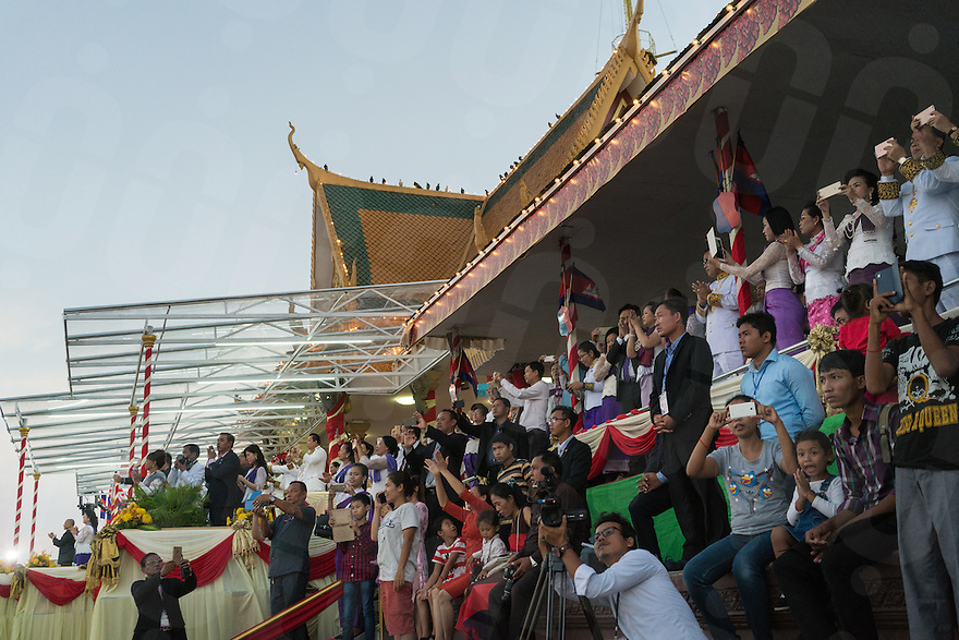 November 15, 2016 - Phnom Penh (Cambodia). View of the VIP's main tent, where King Norodom Sihamoni, Prime Minister Hun Sen and other top officials are watching the closing ceremony of the festival. © Thomas Cristofoletti / Ruom