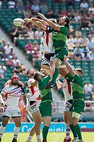 Twickenham, United Kingdom. 3rd June 2018, HSBC London Sevens Series. Game 30 Cup Quarter Final. United States vs Ireland.<br /> <br /> Irelands,Harry McNULTY reaches out to the line out ball during the Rugby 7's  match played at the  RFU Stadium, Twickenham, England, <br /> <br /> <br /> <br /> &copy; Peter SPURRIER/Alamy Live News