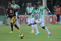 MEDELLÍN -COLOMBIA-16-02-2014. Wilder Guisao (Der) de Atlético Nacional en acción durante partido con Deportes Tolima por la fecha 5 de la Liga Postobón I 2014 jugado en el estadio Atanasio Girardot de la ciudad de Medellín./ Atletico Nacional Player Wilder Guisao (R) fights for the ball with Deportes Tolima player xxx (R) during match for the fifth date of the Postobon League I 2014 at Atanasio Girardot stadium in Medellin city. Photo: VizzorImage/Luis Ríos/STR