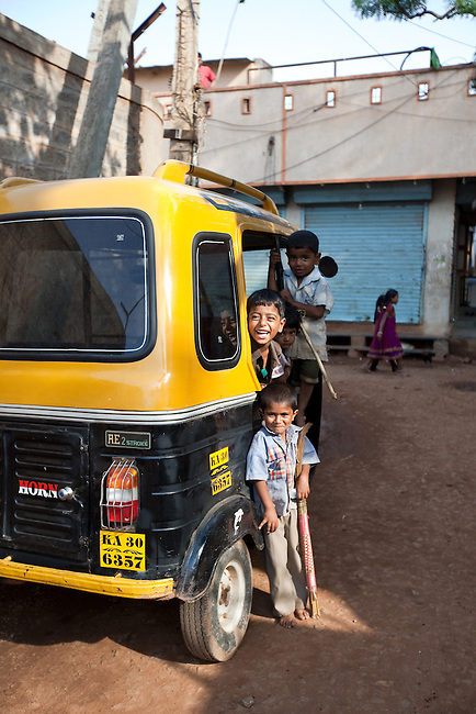 21 May 2013, Divan Sha Nagar, Hubli,  Karnartaka, India:  Local kids playing on an auto rickshaw in Divan Sha Nagar.  The World Bank is financing the Vajpayee Arogyashree Scheme (VAS) that provides advisory and procurement level support to the Karnataka Government.  In turn the Government provides care for those below the poverty line and  covers the cost of their diagnosis and treatment.  Picture by Graham Crouch/World Bank