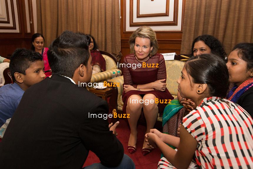 La reine Mathilde Belgique rencontre des enfants handicap&eacute;s dans le cadre de l'UNICEF lors d'une Visite d'Etat en Inde.<br /> Inde, Mumbai, 8 novembre 2017.<br /> Queen Mathilde of Belgium meets with handicapped children from UNICEF, while on a  five day State Visit to India.<br /> India, Mumbai, 9 November 2017.<br /> Pic : High security at Mumbai airport