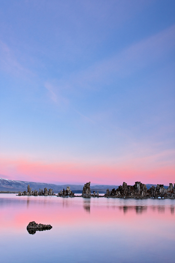 Mono Lake tufta rock formations at sunrise, South Tufta, eastern Sierras, Mono Basin National Forest Scenic Area, near Lee Vining, California, USA