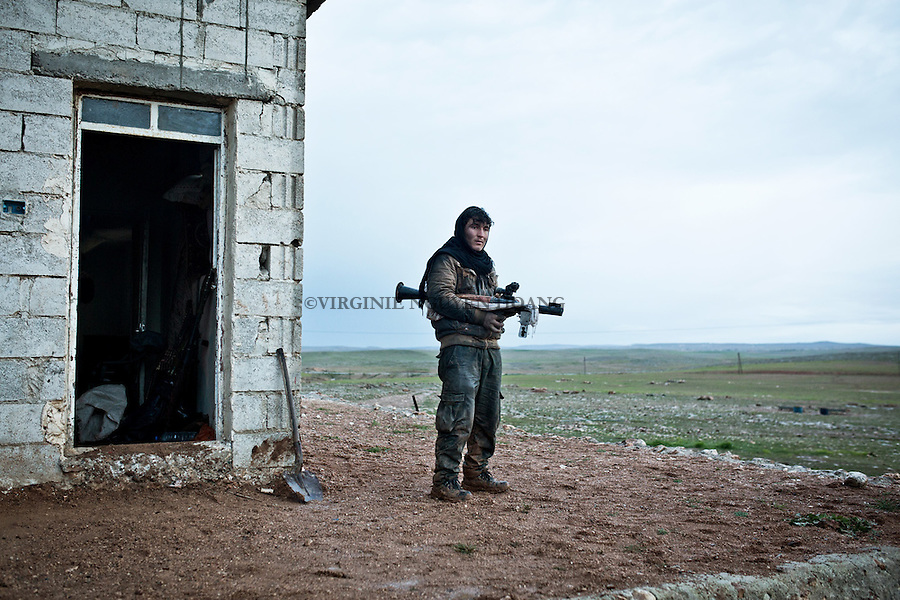 SYRIA: A YPG fighter remained on the rear base of the front line of the ciment plant.<br /> <br /> SYRIA: Un combattant YPG rest&eacute; sur la base arri&egrave;re de la ligne de front de la cimenterie.