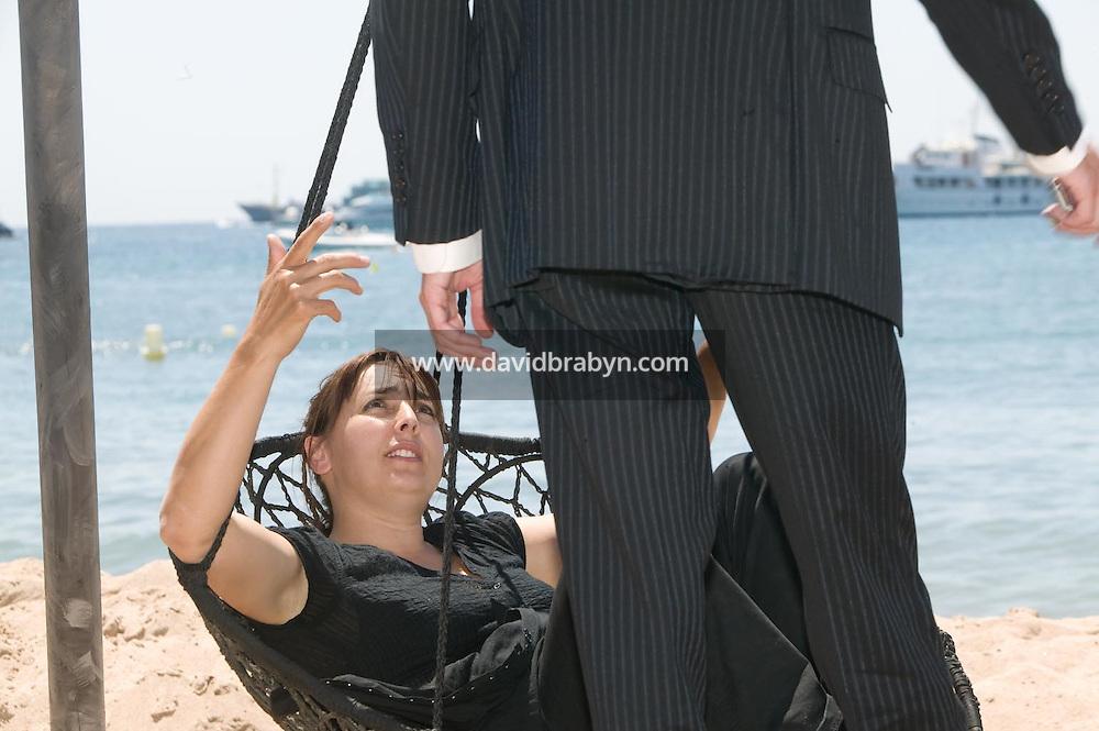 Sandrine Veysset (G), Gilles Duval, dejeuner de presse, 20 ans de la Fondation Groupama-Gan pour le Cinema, Cannes, France, 18 mai 2007.