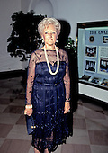 Mrs. Jerome Cardin (Shoshana) arrives for the State Dinner hosted by United States President George H.W. Bush and first lady Barbara Bush honoring President Václav Havel of Czechoslovakia at the White House in Washington, DC on October 22, 1991.<br /> Credit: Ron Sachs / CNP