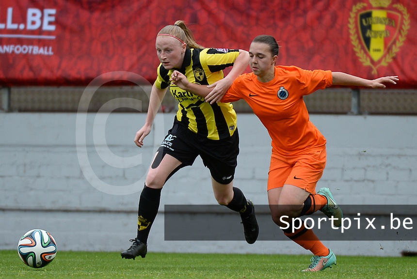 20150514 - BEVEREN , BELGIUM : duel pictured between Lierse's Silke Leynen (left) and Brugge's Jody Vangheluwe (right) during the final of Belgian cup, a soccer women game between SK Lierse Dames and Club Brugge Vrouwen , in stadion Freethiel Beveren , Thursday 14 th May 2015 . PHOTO DAVID CATRY