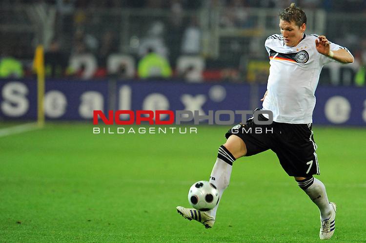 Fussball, L&auml;nderspiel, WM 2010 Qualifikation Gruppe 4 Westfalen Stadion Dortmund ( SIGNAL IDUNA PARK )<br />  Deutschland (GER) vs. Russland ( RUS )<br /> <br /> Bastian Schweinsteiger ( Ger /  Bayern Muenchen #7)<br /> <br /> Foto &copy; nph (  nordphoto  )<br />  *** Local Caption ***