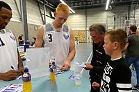 UITHUIZEN - Basketbal , Donar - Groene Uilen met meet en greet na afloop, voorbereiding seizoen 2018-2019, 01-09-2018 Donar speler Jobi Wall