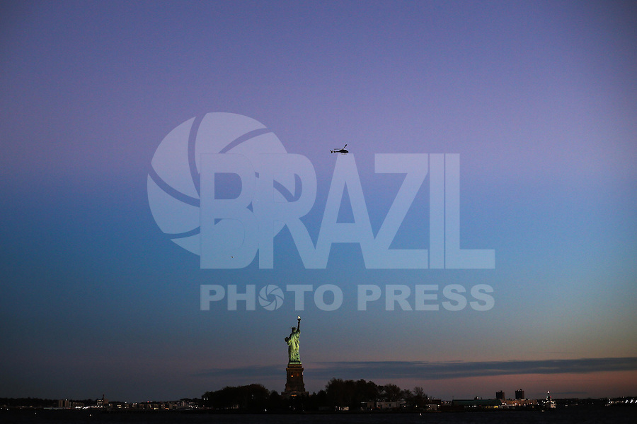 JERSEY CITY, NJ, ESTADOS UNIDOS, 11.11.2016 - TURISMO-EUA - Vista da Estatua da Liberdade a partir de Jersey CIty nesta sexta-feira, 11.(Foto: William Volcov/Brazil Photo Press)
