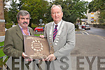 Tralee tidy towns volunteers celebrate the Entente Florale gold award on Tuesday, in front are Johnny Wall, Chairman towards a better Tralee, Jim Finucane Mayor of Tralee and Peter Colleran, Tobar Naofa.