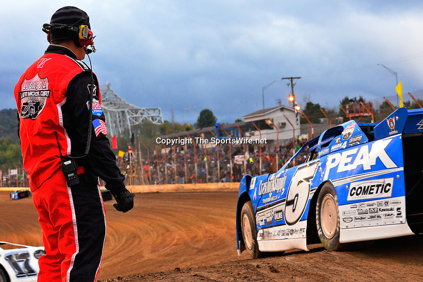 Oct 19, 2013; 6:41:06 PM; Portsmouth, OH ., USA; The 33rd Annual RED BUCK Dirt Track World Championship Presented by Borrowed Blue at Portsmouth Raceway Park, a $50,000-to-win event on the Lucas Oil Late Model Dirt Series.  Mandatory Credit: (thesportswire.net)