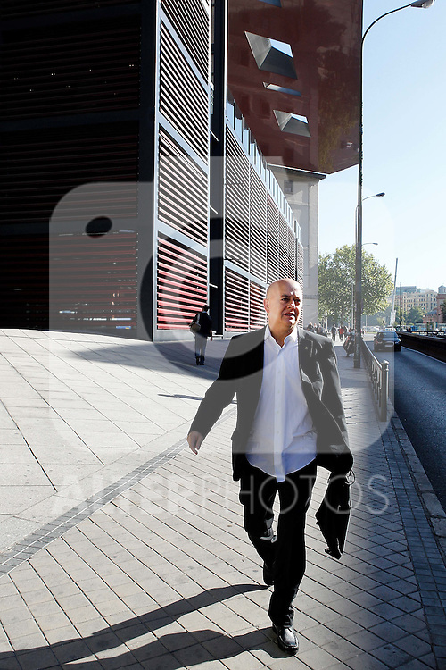 Madrid 28 de Septiembre de 2010. Presentacion de la Candidatura de Donostia 2016. Odon Elorza a las afueras del Museo de Arte Reina Sofia. (ALTERPHOTOS/Alvaro Hernandez)
