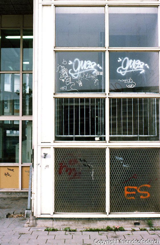 Rotterdam: De Peperklip--graffiti. The same signature appears in 30 or 40 other places. Photo '87.