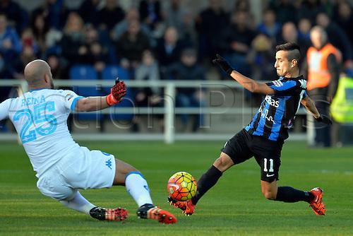 20.12.2015. Azzurri d'Italia, Bergamo, Italy. Serie A. Atalanta versus Napoli. Jose Reina slides in on Maximiliano Moralez and saves the potential goal
