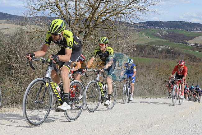 The peloton climb sector 8 Monte Santa Maria during Strade Bianche 2019 running 184km from Siena to Siena, held over the white gravel roads of Tuscany, Italy. 9th March 2019.<br /> Picture: Seamus Yore | Cyclefile<br /> <br /> <br /> All photos usage must carry mandatory copyright credit (© Cyclefile | Seamus Yore)