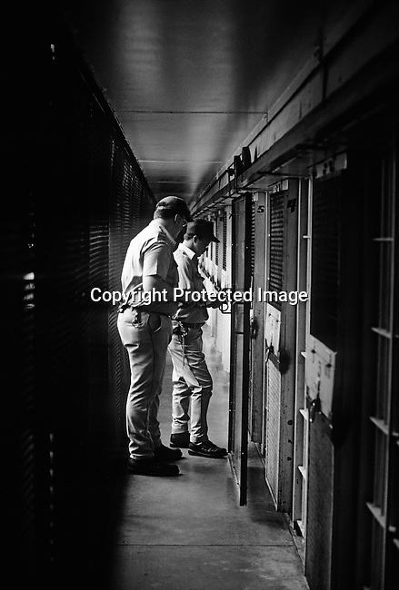 Unidentified officers lock cells at Death Row on April 14, 1997 at Ellis Unit in Huntsville, Texas USA. Texas has about 450 prisoners on death row. The state leads all records in executing people around the US. The prisoners are executed by lethal injection. (Photo by: Per-Anders Pettersson) ....