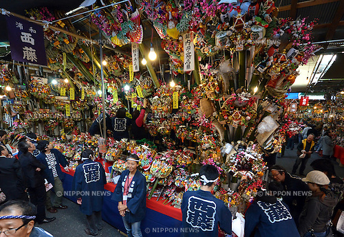 "November 8, 2012, Tokyo, Japan - Bargain hunters crowd around the stalls decorated with colorful good-luck bamboo rakes in the precinct of a downtown Tokyo shrine during ""Tori-no-Ichi,"" an annual open-air market, on Thursday, November 8, 2012...Since the 18th century, in November each year on the day of rooster in the Chinese zodiac, Japanese across the country have visited their neighborhood shrines and temples to buy ornamented bamboo rakes which are said to ""rake up health, good fortune and good business. (Photo by Natsuki Sakai/AFLO) AYF -mis-"