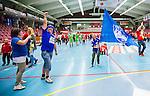 Eskilstuna 2014-05-15 Handboll SM-semifinal Eskilstuna Guif - Alings&aring;s HK :  <br /> Alings&aring;s supportrar ute p&aring; planen efter matchen<br /> (Foto: Kenta J&ouml;nsson) Nyckelord:  Eskilstuna Guif Sporthallen Alings&aring;s AHK SM Semifinal Semi supporter fans publik supporters jubel gl&auml;dje lycka glad happy