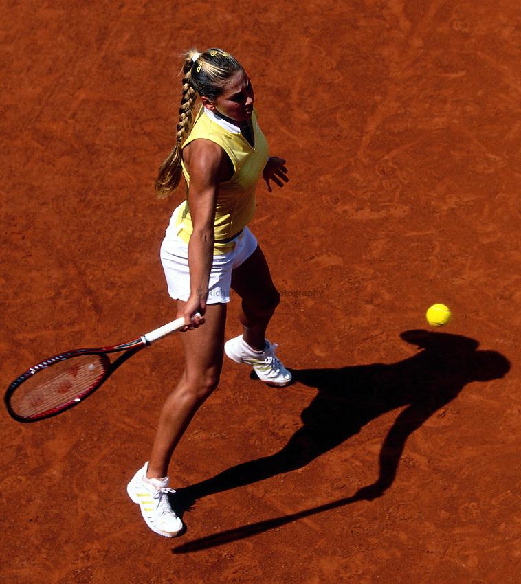 Photo. Richard Lane.Roland Garros French Open Tennis 2002..29/5/2002.Anna Kournikova