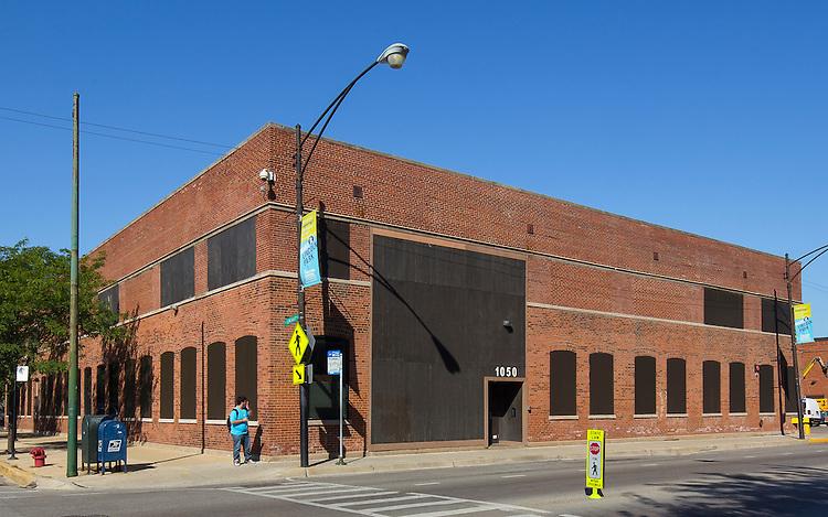 DePaul University's 1050 West Fullerton Building lies on Fullerton street. September 23, 2014. (DePaul University/Jeff Carrion)