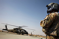 Afghanistan, 10.2012, Kundus. Amerikanische Black Hawk Hubschrauber beim Provincial Reconstruction Team. | US Black Hawk helicopters at PRT Kunduz. © Timo Vogt/EST&OST
