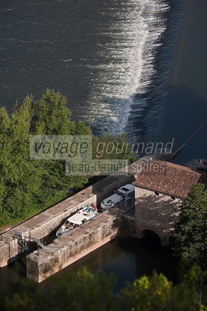 Europe/Europe/France/Midi-Pyrénées/46/Lot/Cahors:   Tourisme Fluvial à l'écluse du Moulin de Coty vu depuis le Mont Saint Cyr