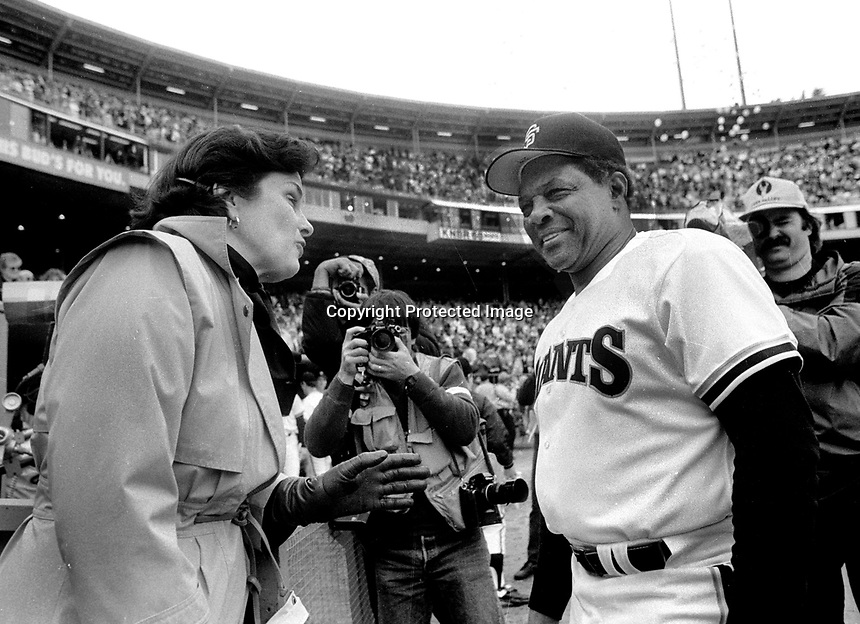 San Francisco former mayor and California Senator Diane Finstein with Willie Mays. (1986 photo/Ron Riesterer)