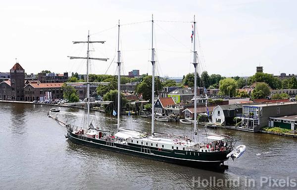 Nederland   Zaandam - 2018.    Viermaster Summertime in de Zaan.      Foto Berlinda van Dam / Hollandse Hoogte