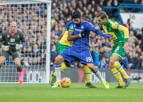 21.11.2015. Stamford Bridge, London, England. Barclays Premier League. Chelsea versus Norwich City. Chelsea forward Diego Costa under pressure in the Norwich goal area.