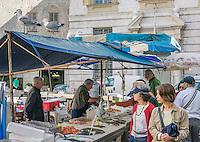 France, Provence-Alpes-Côte d'Azur, Nice: shopping fish and seafood at Place Saint-Francois | Frankreich, Provence-Alpes-Côte d'Azur, Nizza: Einkaufen in Nizza, z.B. Fisch und Meeresfruechte auf dem Place Saint-Francois