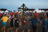 Traditional swedish midsummer dance in Summer town centre. Photo: Magnus Fröderberg/Scouterna