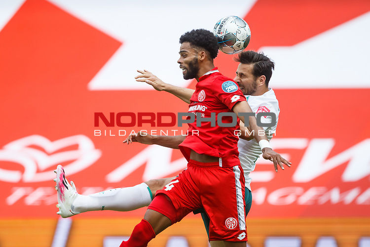 Jeremiah St. Juste (FSV Mainz 05) im Kopfballduell mit Claudio Pizarro (SV Werder Bremen), <br /> <br /> Sport: Fussball: 1. Bundesliga:: nphgm001:  Saison 19/20: 33. Spieltag: 1. FSV Mainz 05 vs SV Werder Bremen 20.06.2020<br /> Foto: Neis/Eibner/Pool/via gumzmedia/nordphoto<br /><br />DFB regulations prohibit any use of photographs as image sequences and/or quasi-video.<br />Editorial Use ONLY<br />National and International News Agencies OUT<br />  DFL REGULATIONS PROHIBIT ANY USE OF PHOTOGRAPHS AS IMAGE SEQUENCES AND OR QUASI VIDEO<br /> EDITORIAL USE ONLY<br /> NATIONAL AND INTERNATIONAL NEWS AGENCIES OUT