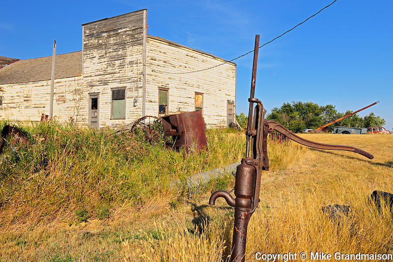 Old water pump and buildings in ghost town of Laverna<br /> Laverna<br /> Saskatchewan<br /> Canada