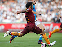 Calcio, Serie A: Napoli vs Roma. Napoli, stadio San Paolo, 15 ottobre. <br /> Roma Mohamed Salah prepares to score during the Italian Serie A football match between Napoli and Roma at Naples' San Paolo stadium, 15 October 2016. Roma won 3-1.<br /> UPDATE IMAGES PRESS/Isabella Bonotto