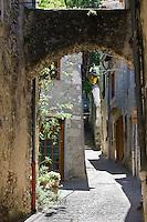 Europe/France/Rhône-Alpes/26/Drôme/Dieulefit: ruelle du village médiéval
