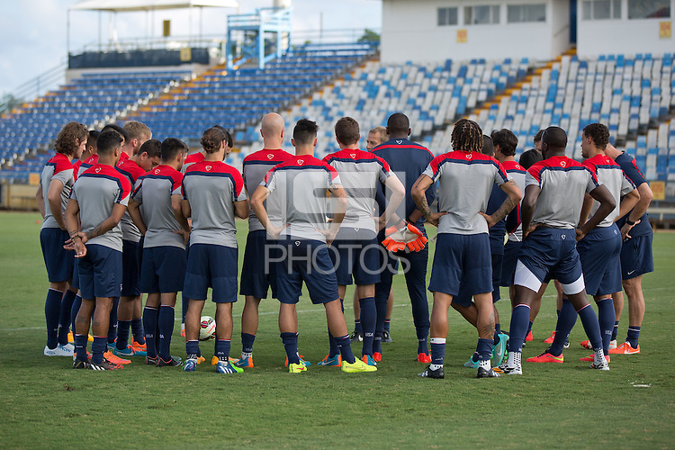Boca Raton, Florida - Monday, October 13, 2014: The USMNT train in preparation for their International friendly vs Honduras at FAU stadium.