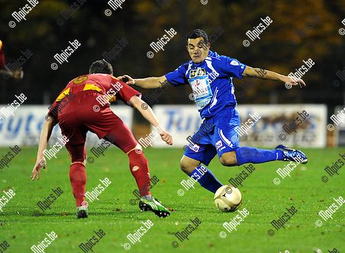 2010-11-06 / Voetbal / seizoen 2010-2011 / KV Turnhout - Tubeke / Alves da Silva (r, Turnhout) met Brouckaert..Foto: Mpics