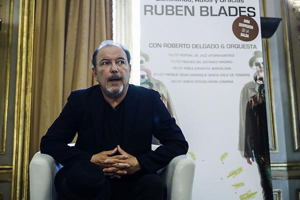 """GRA131. MADRID, 14/07/2017.- El artista panameño Rubén Blades presentar su gira """"Caminando, Adiós y Gracias"""" hoy en Madrid, con la que se despide de la salsa. EFE/Emilio Naranjo"""