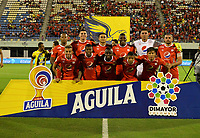 BARRANCABERMEJA- COLOMBIA, 23-11-2019: Jugadores de América de Cali posan para una foto, antes de partido entre Alianza Petrolera y América de Cali de la fecha 5 de los cuadrangulares semifinales por la Liga Águila II 2019 en el estadio Daniel Villa Zapata en la ciudad de Barrancabermeja. / Players of America de Cali pose for a photo, prior a match between Alianza Petrolera and America de Cali of the 5th date of the quarter semifinals for the Liga Águila II 2019 at the Daniel Villa Zapata stadium in Barrancabermeja city. Photo: VizzorImage  / José D Martínez / Cont.