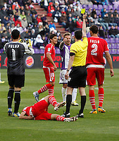 Real Valladolid´s Ebert talks to the referee while he sees the yellow card during La Liga match. March 28, 2010. (ALTERPHOTOS/Víctor J Blanco)