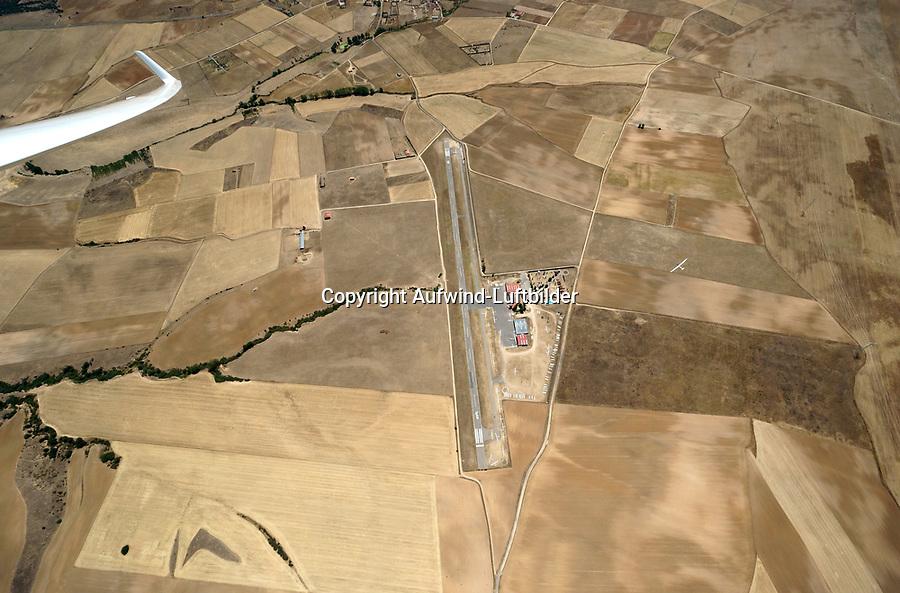 Flugplatz Fuentemilanos: EUROPA,  SPANIEN, KASTILIEN LEON, SEGOVIA, 01.08.2017: Flugplatz Fuentemilanos