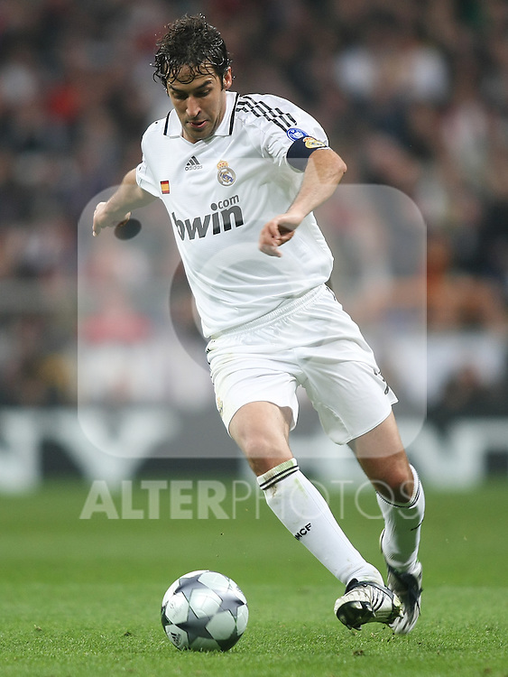 Real Madrid's Raul Gonzalez during the UEFA Champions League match. February 25 2009. (ALTERPHOTOS/Acero).