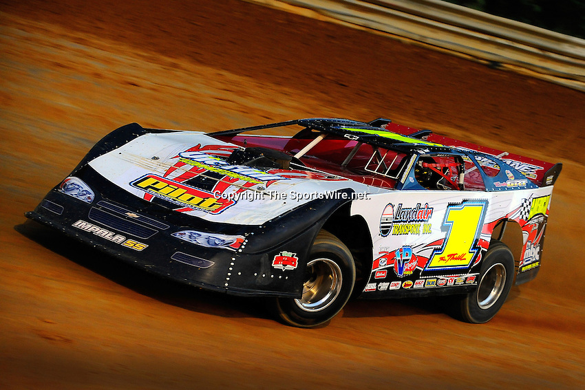 Jul 13, 2009; 8:49:39 PM; Rural Retreat, VA., USA; The O'Reilly Southern Nationals Series running event one of ten with 3500 to win race at Wythe Raceway.  Mandatory Credit: (thesportswire.net)