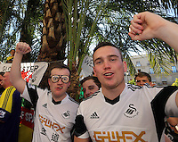 Valencia, Spain. Thursday 19 September 2013<br /> Pictured: Swansea supporters singing with hundreds of others in the scorching heat, before the game at Plaza de la Rena in Valencia.<br /> Re: UEFA Europa League game against Valencia C.F v Swansea City FC, at the Estadio Mestalla, Spain,