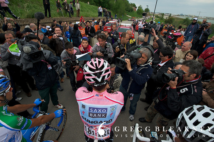 Pre-pink, Contador's world was media scrums and frenzied fans.  This little dude (above left of Contador's helmet) snuck by crowd control officials and then pushed his way through the media scrum to snag Contador's autograph--just seconds before the stage start.