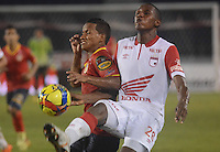BARRANQUIILLA -COLOMBIA-03-07-2013. Michael David Barrios (Izq) de Uniauntónoma disputa el balón con Juan D Roa (Der) de Independiente en partido por la fecha 16 de la Liga Postobón II 2014 jugado en el estadio Metropolitano de la ciudad de Barranquilla./ Michael David Barrios (L) player of Uniautonoma fights for the ball with Juan D Roa (R) player of Independiente Santa Fe during match valid for the 16th date of the Postobon League II 2014 played at Metropolitano stadium in Barranquilla city.  Photo: VizzorImage/Alfonso Cervantes/STR