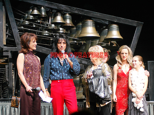 Alice Cooper, Cheryl Cooper and Family at Alice Cooper's Christmas Pudding show for his Solid Rock Foundation Charity at Dodge Theatre in Phoenix, Arizona, December 18th 2004. Photo by Chris Walter/Photofeatures.