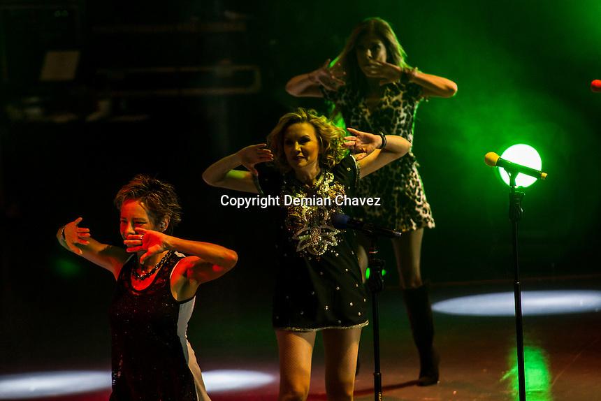 Quer&eacute;taro, Qro. 17 de septiembre de 2016.- El Trio Flans vuelve a Quer&eacute;taro y esta ocasi&oacute;n con un auditorio a medio llenar; esto no signific&oacute; que el publico presente no coreara con gran euforia los &eacute;xitos de los 80 de este trio de mexicanas.<br /> <br /> Foto: Demian Ch&aacute;vez