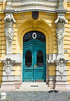 HUN, Ungarn, Budapest, Stadtteil Obuda: Rathaus, Buergermeisteramt, Eingang am Foe ter (Foe Platz)   HUN, Hungary, Budapest, Obuda District; townhall, entrance at Foe Square (Foe ter)